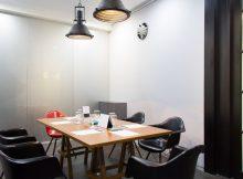 5 Ruangan Meeting Monochrome Minimalis di Jakarta Selatan