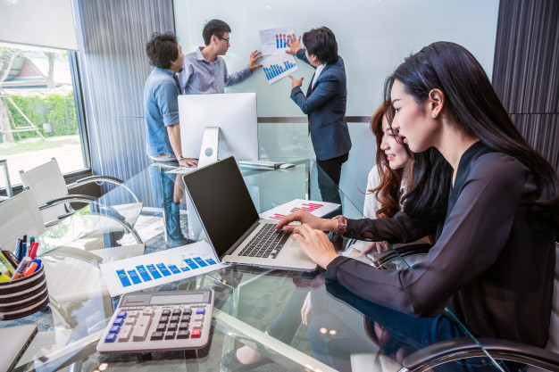 group-asian-business-people-with-casual-suit-working-talking-together-modern-office-p_41418-233